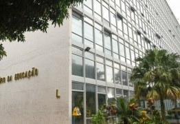 Governo federal exonera chefe de gabinete, secretário adjunto, assessor especial e três diretores do MEC