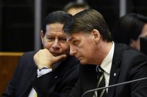 mourao bolsonaro 600x397 300x199 - Cúpula das Forças Armadas diz que golpe de 64 cessou 'escalada em direção ao totalitarismo'