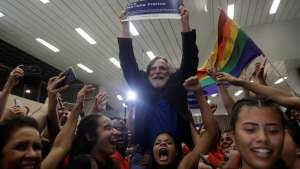 naom 5c8e2ee65f12c 300x169 - Zé de Abreu: 'Desde que me proclamei presidente, todo mundo pede foto'