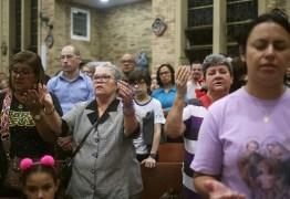 Igreja em Suzano celebra missa de sétimo de vítimas de ataque a escola