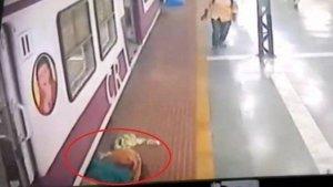 xblog train.jpg.pagespeed.ic .s FmyW58 f 300x169 - Mulher que fazia xixi em trilho é atingida por trem, mas sai andando