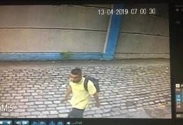 Criminoso invade delegacia e defeca no local antes de furtar mais de 20 celulares