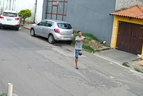 1 saci 10533102 10533290 300x201 - Bandido sem perna que participou de assalto é baleado na Zona Norte