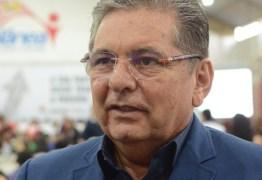 """Adriano Galdino revela defender unificação das eleições e sentencia: """"O Brasil não aguenta eleição de dois em dois anos"""""""