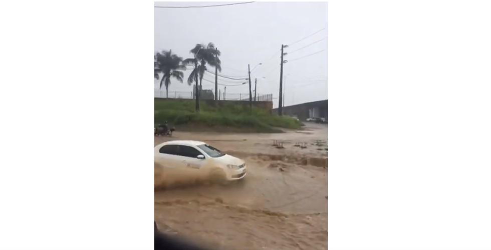 Capturar 31 - Acesso ao aeroporto Castro Pinto fica alagado após tarde chuvosa na grande João Pessoa - VEJA VÍDEO