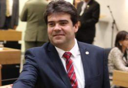 Eduardo Carneiro parabeniza Galdino pela transmissão do processo licitatório ao vivo na ALPB