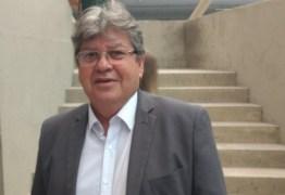 João Azevêdo assina ordem de serviço do sistema de abastecimento d'água em Belém e participa de OD em Solânea
