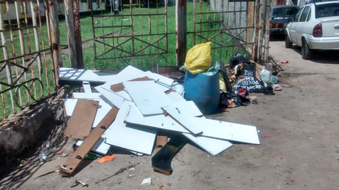 WhatsApp Image 2019 04 04 at 10.12.38 1 - UMA SEMANA SEM O CARRO PASSAR: Moradores da Vila Nassau denunciam falta de coleta de lixo