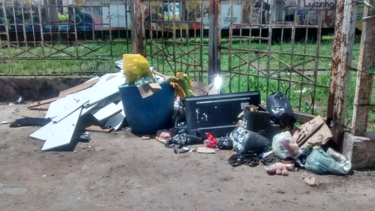 WhatsApp Image 2019 04 04 at 10.12.39 - UMA SEMANA SEM O CARRO PASSAR: Moradores da Vila Nassau denunciam falta de coleta de lixo