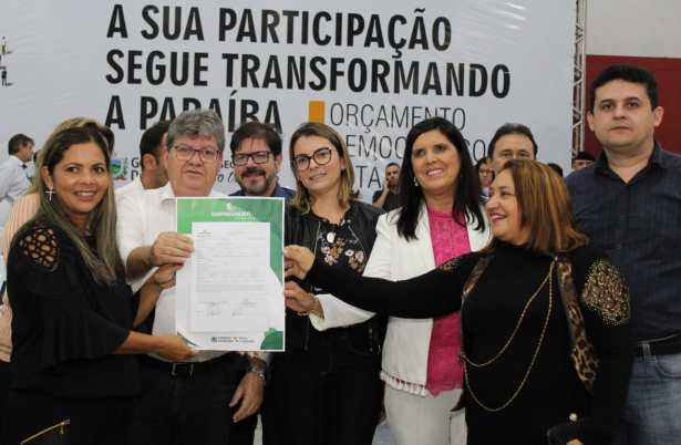 WhatsApp Image 2019 04 14 at 11.20.21 300x196 - Durante ODE: Empreender PB assina contratos com mais de 80 empreendedores de Esperança e Solânea