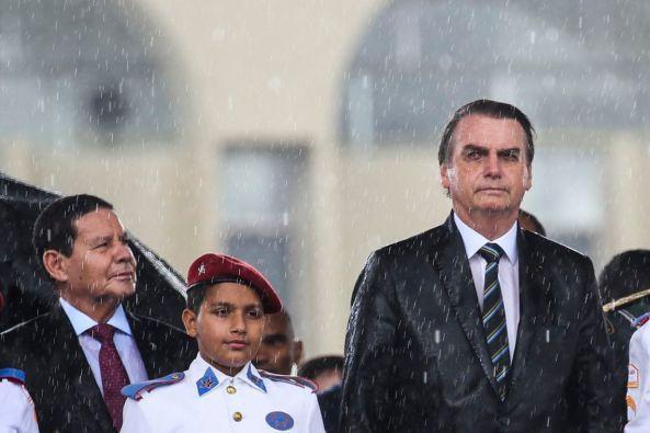 antcrz abr 17041914462 300x200 - Bolsonaro não vê motivos para greve dos caminhoneiros, diz porta-voz