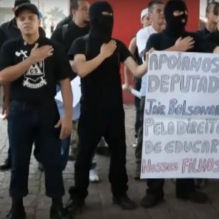 apoio Bolsonaro - DE ESQUERDA? Nazistas brasileiros veneram Bolsonaro - Por João Filho