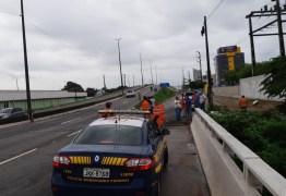 Terreno cede e buraco aparece na BR 230 em alça do viaduto que dá acesso ao 'retão' de Manaíra