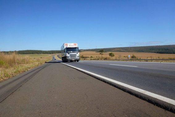 caminhao 300x200 - Governo anuncia novas medidas para atender caminhoneiros