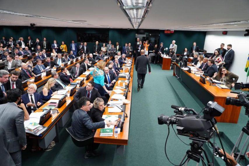 ccj 1 300x200 - CCJ aprova inversão de pauta e discute orçamento impositivo