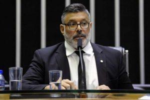 frota e1554513229773 300x200 - PREVIDÊNCIA: em crise com PSL, Frota é o único deputado a se abster na votação da reforma