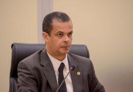 """""""Me colocarei ao lado do povo da Paraíba e ao lado do governo"""" sentencia Jutay Meneses ao tomar posse na ALPB"""