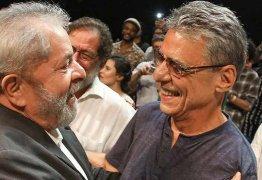 UM ANO DA PRISÃO DE LULA: Chico Buarque ressalta prisão política do petista e duvida da democracia no Brasil – VEJA VÍDEO