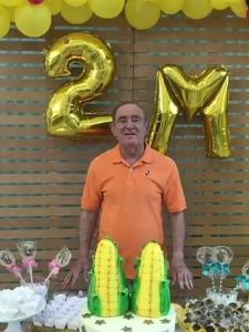renato aragao comemora 2 milhoes de seguidores no instagram 1555804842478 v2 450x600 225x300 - BLOGUEIRINHO: Renato Aragão comemora 2 milhões de seguidores com 2 'milhos' gigantes
