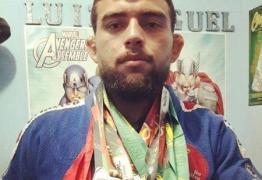 Lutador ex-UFC é atropelado e morre após briga com motorista de aplicativo