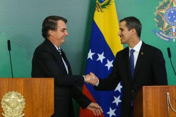 venezuela 5 300x200 - Bolsonaro convoca reunião de emergência sobre a situação na Venezuela