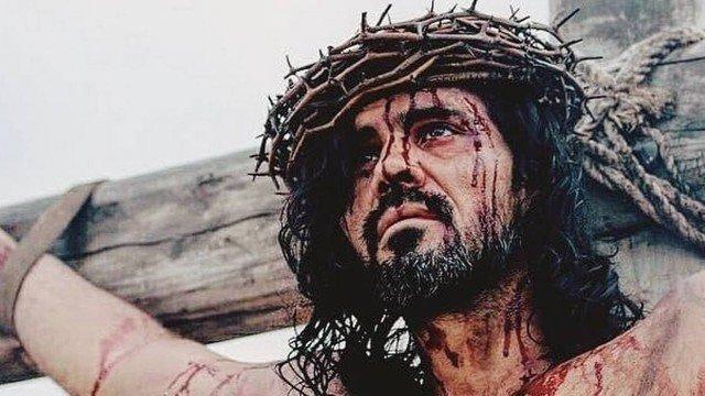 xcaz.jpg.pagespeed.ic .duT6y438RC 1 - Juliano Cazarré encarna Jesus Cristo e celebra: 'Feliz de fazer as pazes com a fé'