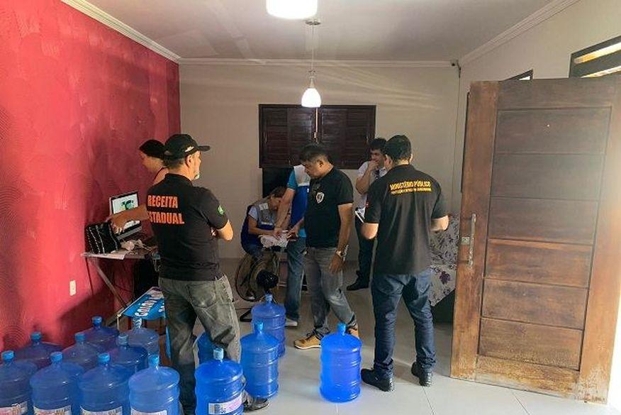 15 05 19 operacao agua site2 - 'ÁGUA SANTA': homem é preso suspeito de se passar por médico e vender água falsificada