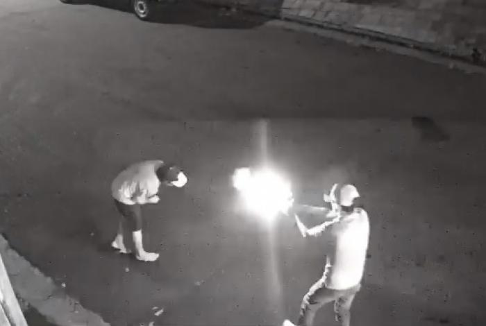 1 assassinato em santo andr   11062274 - IMAGENS FORTES: Homem em carro de luxo executa morador de rua - VEJA VÍDEO