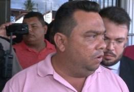 Preso, Flávio do Cabaré toma posse como vereador e protocola pedido de licença