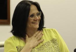 Ministra Damares Alves nega saída do governo