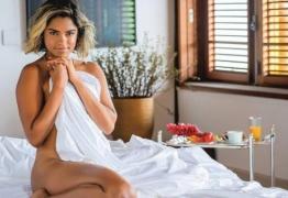 Paraibana Lucy Alves posa nua e sem modéstia diz se achar bem bonita