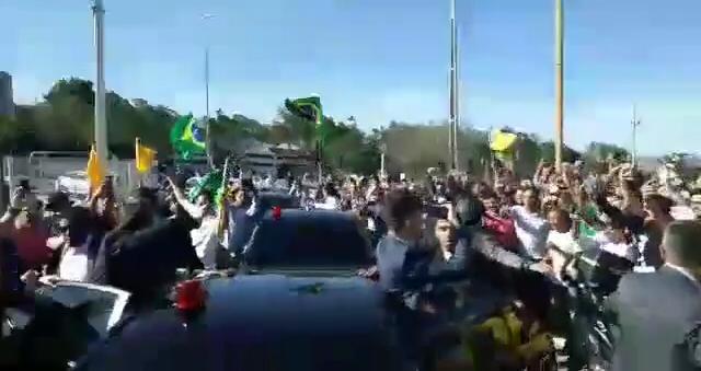 8274ab1a 7d85 4b7a ad7c de2482169f72 - Bolsonaro foi recebido por multidão e gritos de 'mito' em Petrolina; VEJA VÍDEO