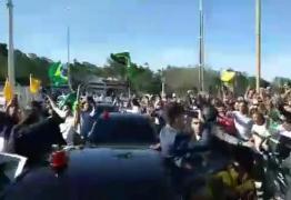 Bolsonaro foi recebido por multidão e gritos de 'mito' em Petrolina; VEJA VÍDEO
