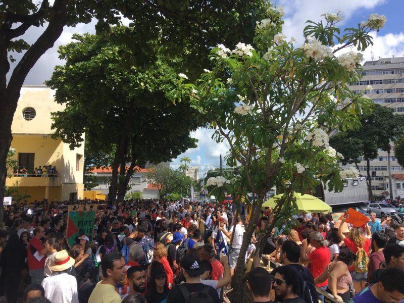 Ato Público pró educação - PARAÍBA PELA EDUCAÇÃO: Estudantes, professores e funcionários protestam contra corte no orçamento das instituições federais