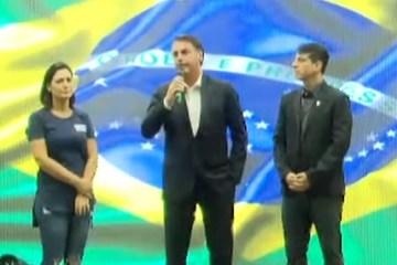 BOLSONARO ATITUDE - Bolsonaro diz que manifestação é 'recado àqueles que teimam com velhas práticas'