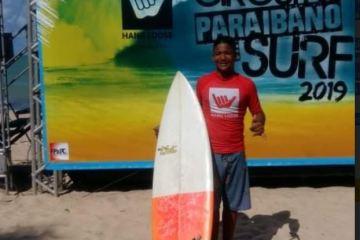 CONDE - Com incentivo da prefeitura de Conde, atleta conquista dois troféus no Circuito Paraibano de Surf 2019