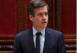 """'CONVENÇÃO DO PARTIDO NAZISTA?': senador americano """"condena"""" hotel por sediar homenagem a Bolsonaro"""