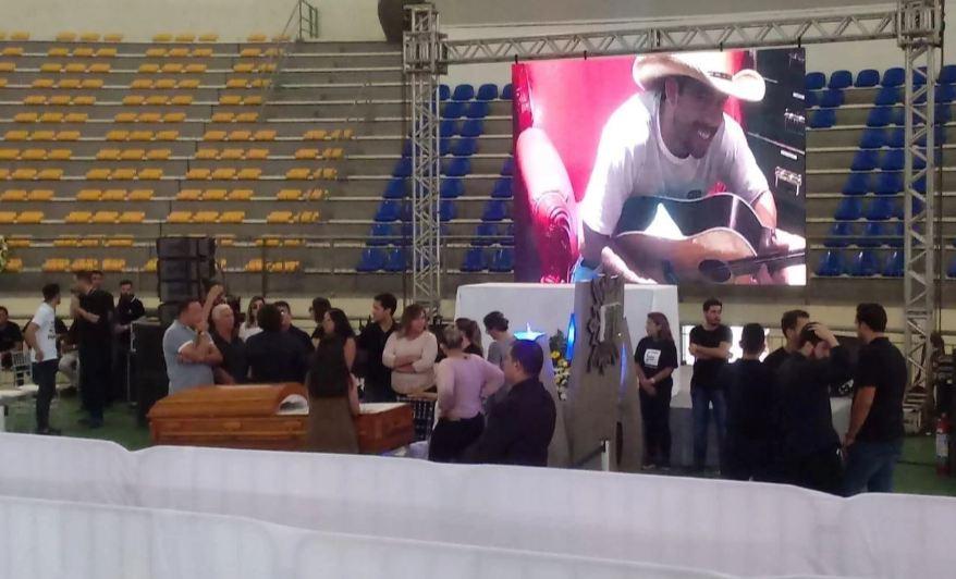 Capturar 70 - ADEUS A GABRIEL DINIZ: Fãs, familiares e amigos se despedem do cantor em João Pessoa - VEJA VÍDEO
