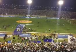 Torcida do Botafogo-PBhomenageia cantor Gabriel Diniz no Almeidão – VEJA VÍDEO
