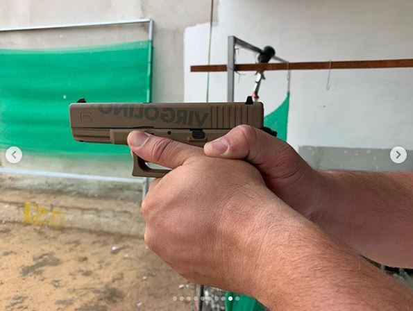 CapturarS - Deputado desafia regra e batiza armas: 'Faísca & Fumaça - estilo parlamento' - VEJA VÍDEO