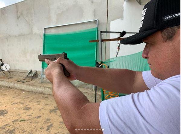 CapturarW - Deputado desafia regra e batiza armas: 'Faísca & Fumaça - estilo parlamento' - VEJA VÍDEO