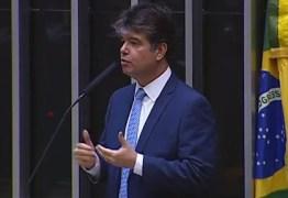 'Temos que resistir a esta medida', diz Ruy Carneiro sobre cortes em universidades – VEJA VÍDEO