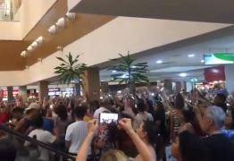 Manifestantes fazem 'Lulaço' na Praça da Alimentação do Shopping Manaíra – VEJA VÍDEO