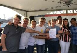 Governador entrega Ciretran, autoriza obras de esgotamento e recebe título de cidadão em Juazeirinho