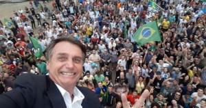 Jair Bolsonaro protesto 1 300x158 - Incentivo na web para atos de domingo é 6 vezes maior do que em 15 de maio