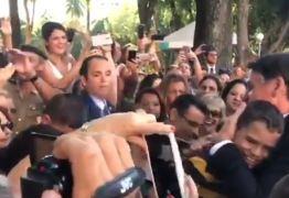 Bolsonaro é recebido aos gritos de 'mito' em colégio militar do Rio de Janeiro; VEJA VÍDEO