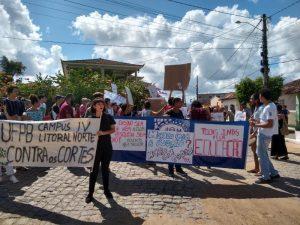 Protesto Campus Litoral Norte 300x225 - PARAÍBA PELA EDUCAÇÃO: Estudantes, professores e funcionários protestam contra corte no orçamento das instituições federais