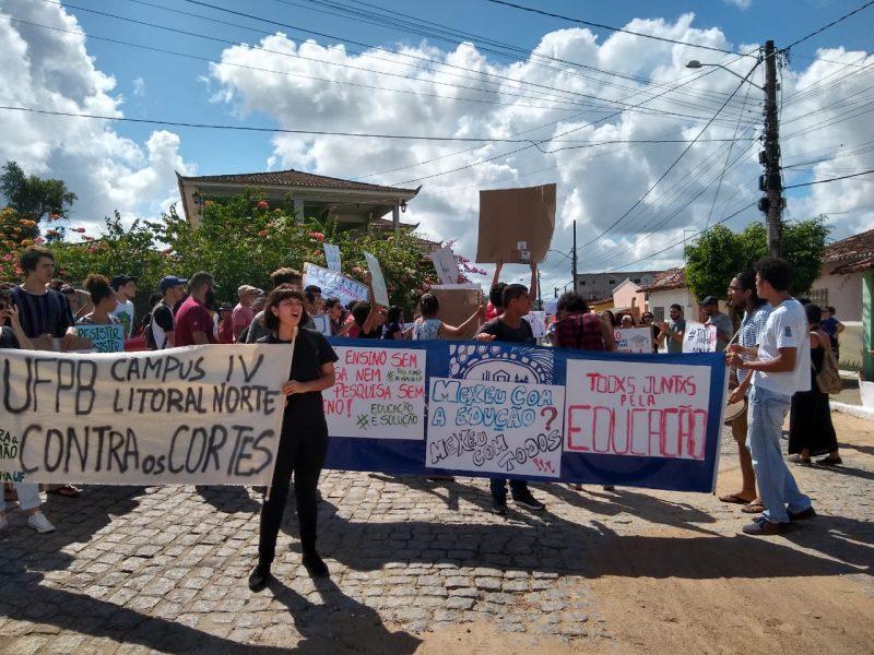 Protesto Campus Litoral Norte - PARAÍBA PELA EDUCAÇÃO: Estudantes, professores e funcionários protestam contra corte no orçamento das instituições federais