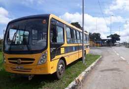 PRF prende motorista dirigindo ônibus escolar embriagado