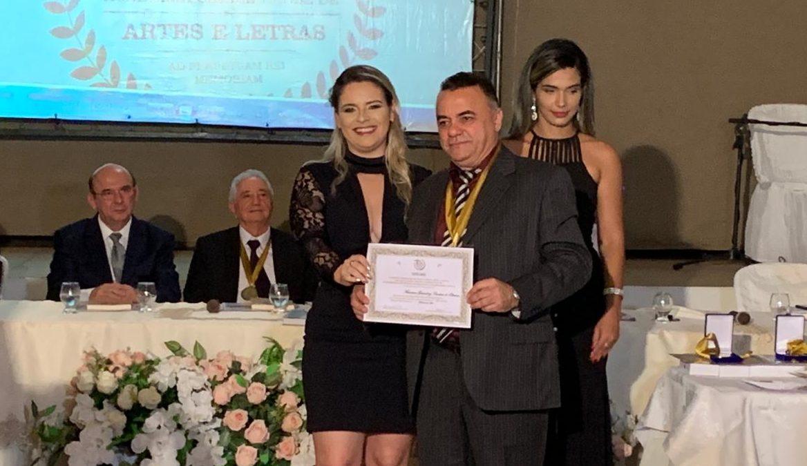Gutemberg Cardoso é empossado membro da Academia Cajazeirense de Letras